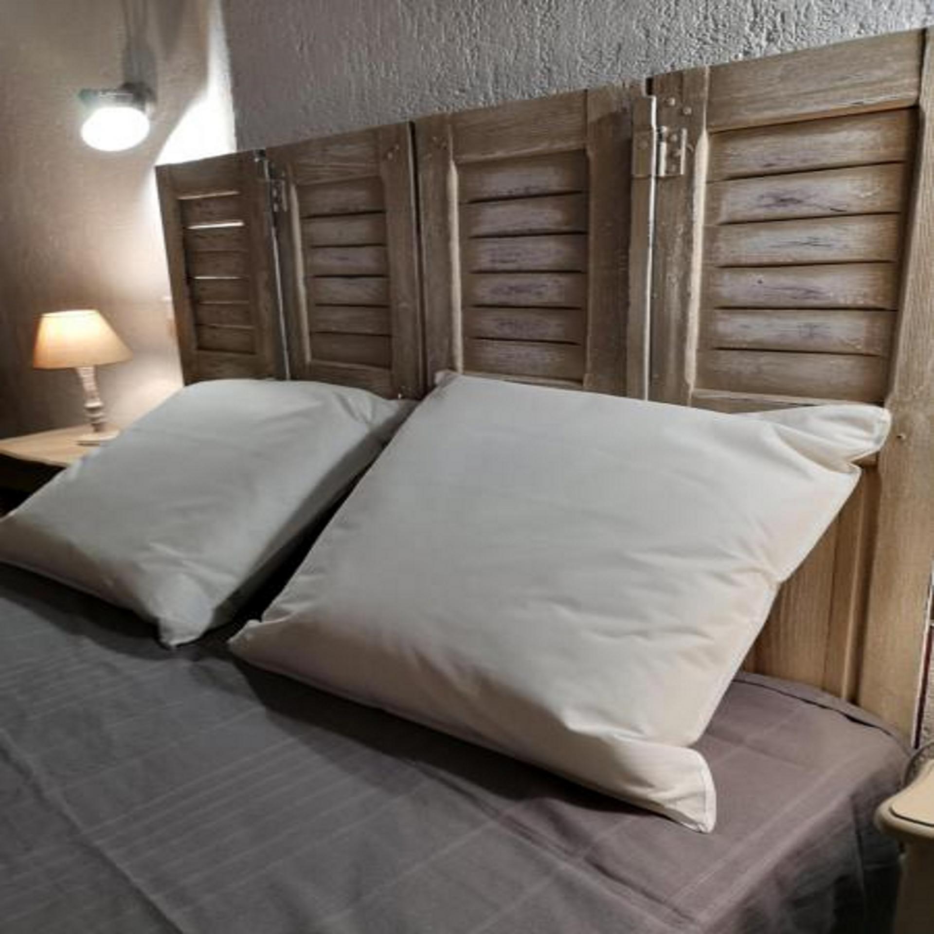 Petite chambre avec vue sur les toits Arlésien